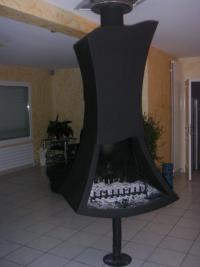 Les Métalliers Normands présentent une de leurs créations : La cheminée centrale.